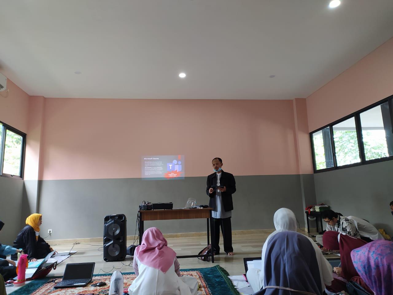 Pelatihan Ms. 365 guru-guru SO